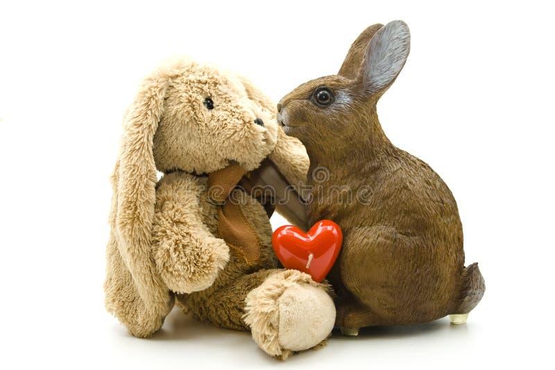 Плюш и зайцы керамики с сердцем стоковая фотография