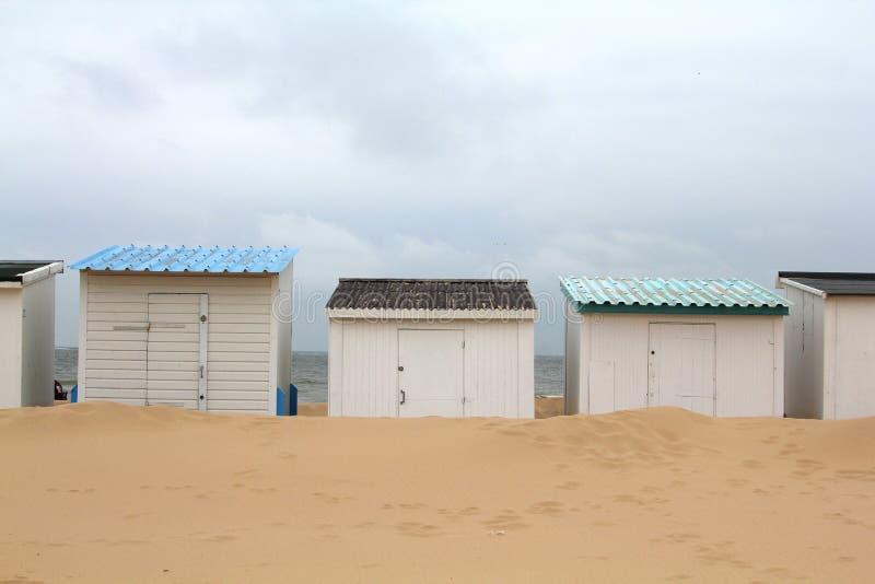 Пляжные домики стоковые изображения