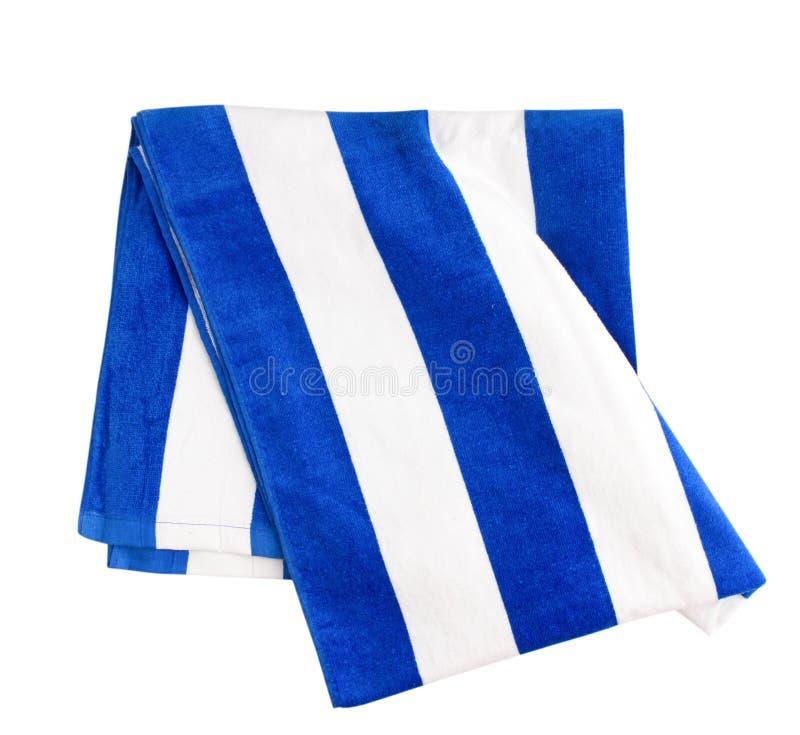 Пляжный полотенце обнажанное синью изолированное на белизне стоковое изображение rf