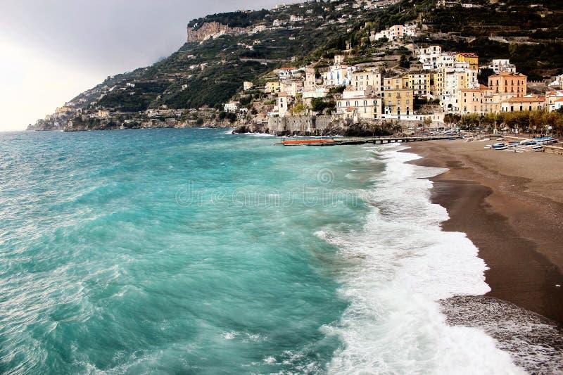 Пляж Амальфи на море Mediterrean в Италии стоковые фотографии rf