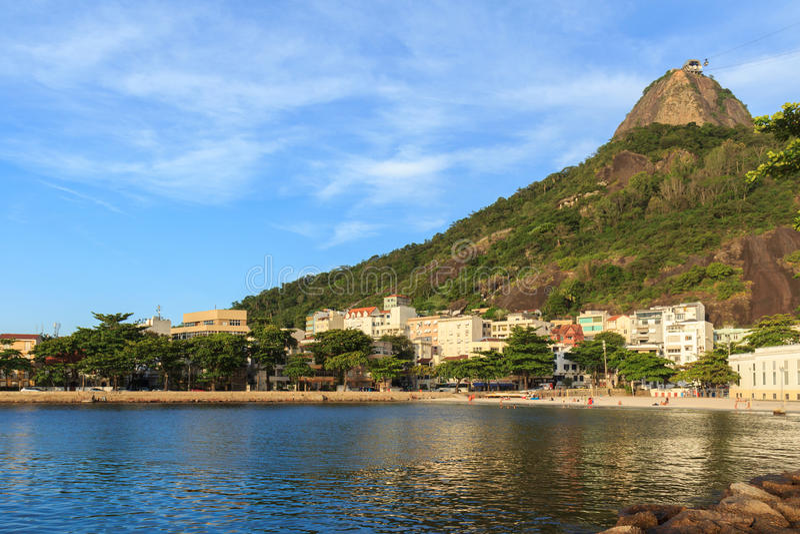 Пляж взгляда Urca Sugarloaf, Рио-де-Жанейро стоковое фото rf