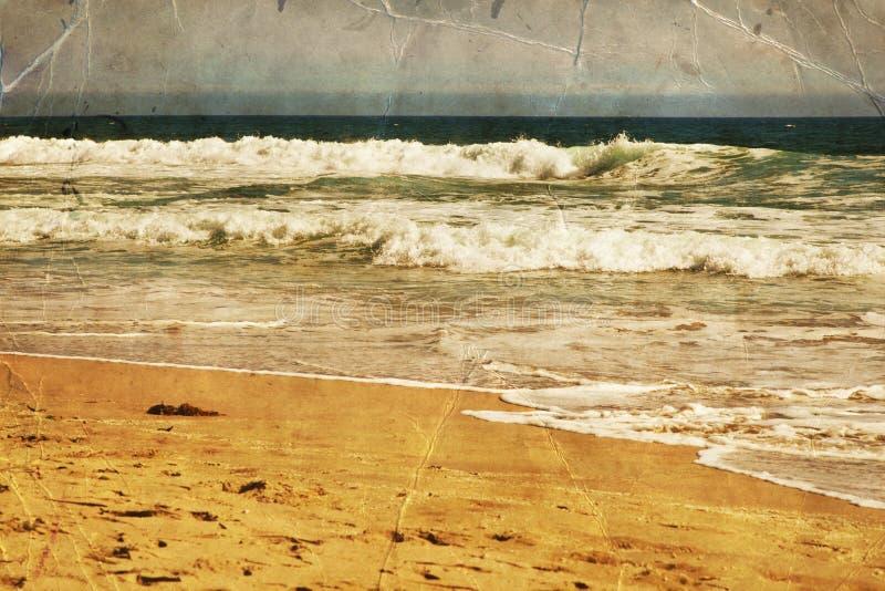 Пляж, вода океана с волнами Берег песка моря стоковое изображение