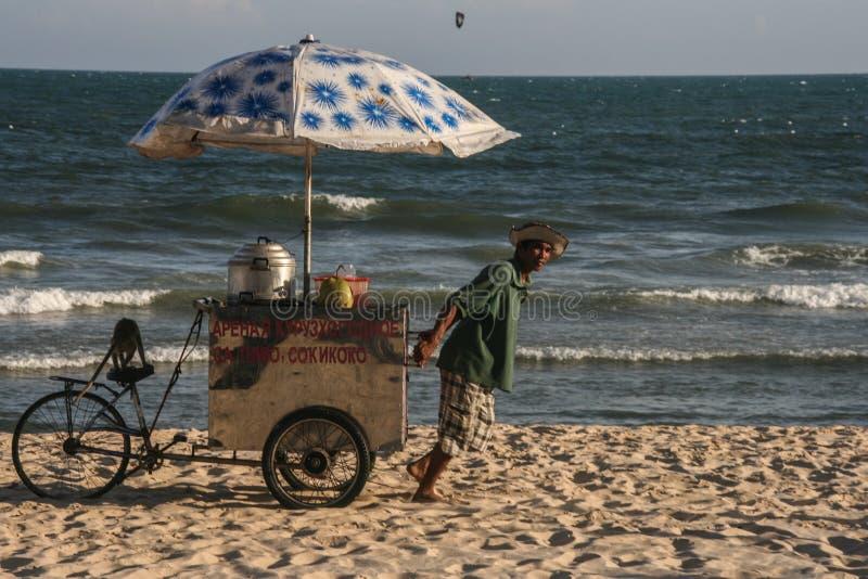 Download Пляж в Вьетнаме редакционное стоковое изображение. изображение насчитывающей вьетнам - 40589024