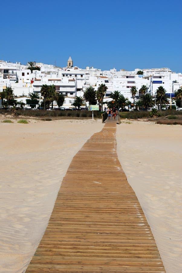 Пляж и белый городок, Ла Frontera Conil de стоковое фото rf