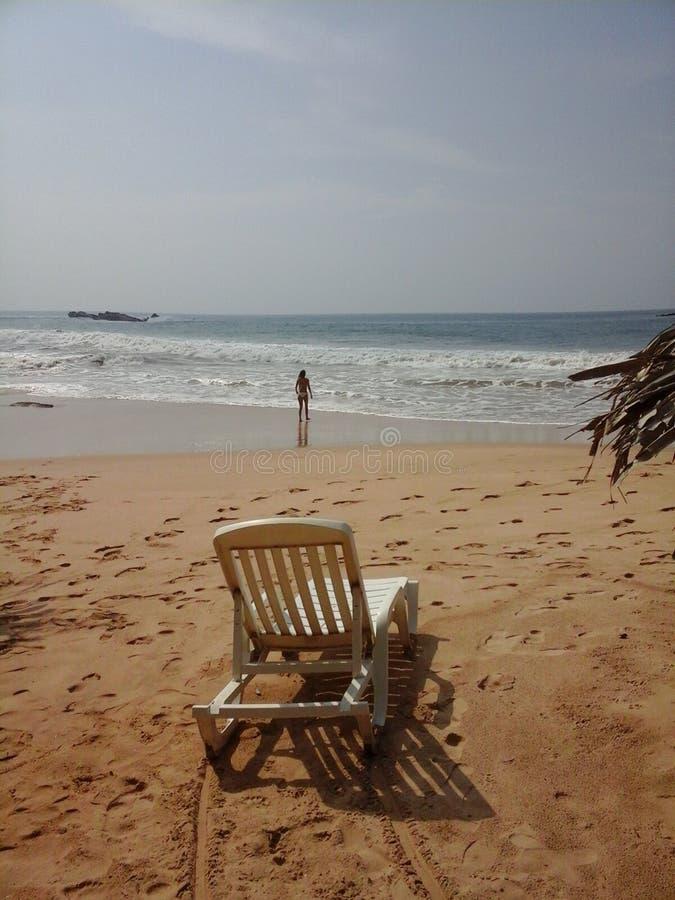 Пляж и девушка стоковые изображения rf