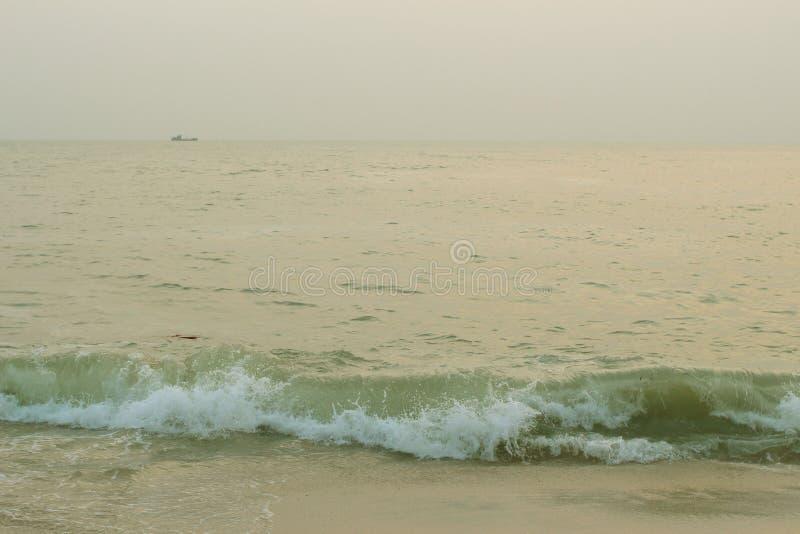 Пляж и море в ландшафте стоковые изображения rf