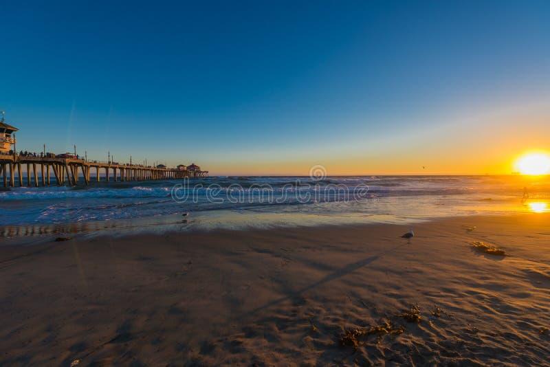 Пляж и небо захода солнца стоковая фотография rf