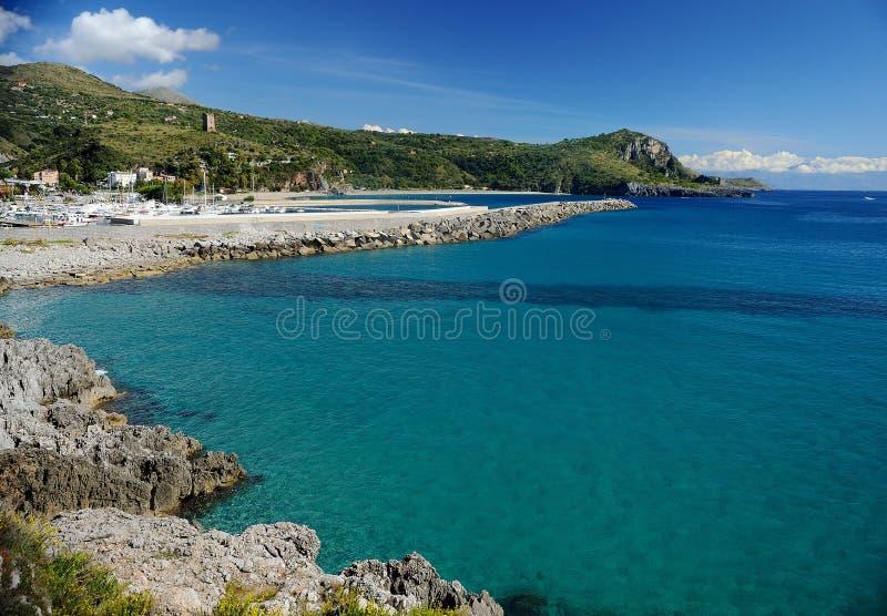 Пляж и порт Марины di Camerota, Италии стоковая фотография rf