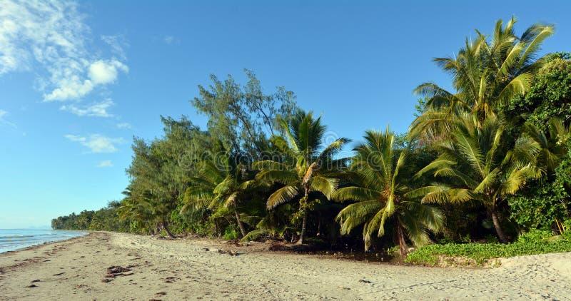 Пляж 4 миль в Port Douglas Квинсленде, Австралии стоковое фото