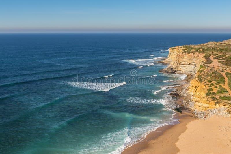 Пляж моря в Ericeira для серферов стоковое изображение rf