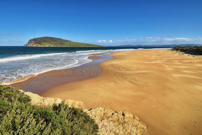 Пляж надежды и остров Betsey, южная рука, Хобарт, Тасмания, Австралия стоковые изображения