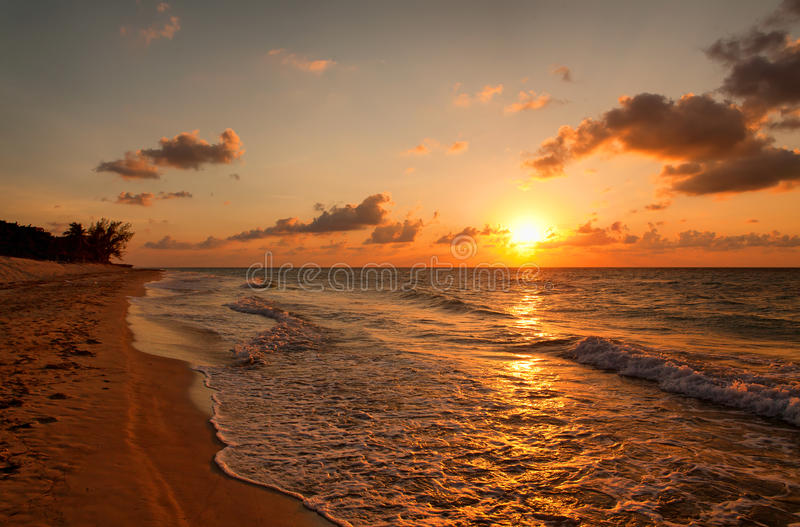 Пляж на заходе солнца, Варадеро стоковое изображение