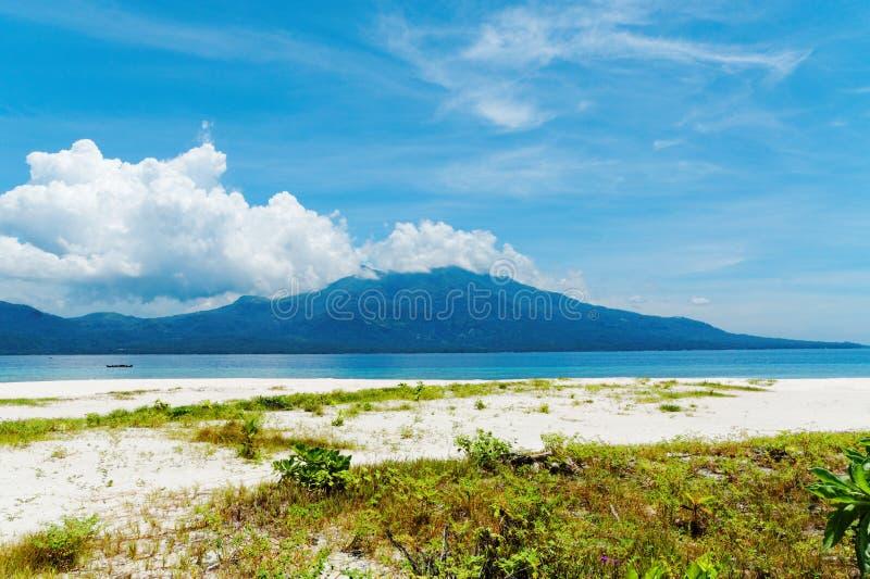 Пляж на острове Mantigue, Филиппинах стоковая фотография rf