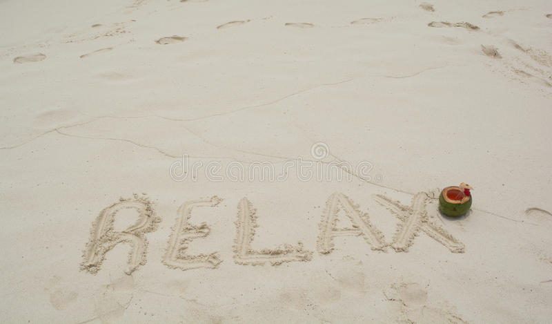 пляж ослабляет слово стоковые изображения rf