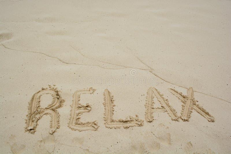 пляж ослабляет слово стоковое фото