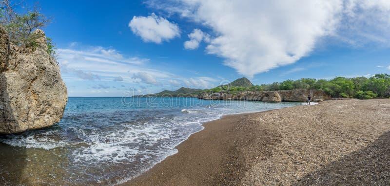 Пляж отработанных формовочных смесей - взгляды Curacao стоковое изображение