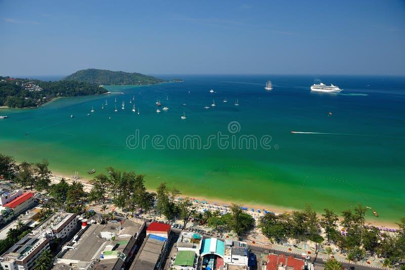 Пляж от вида с воздуха, Пхукет Patong тропический стоковая фотография