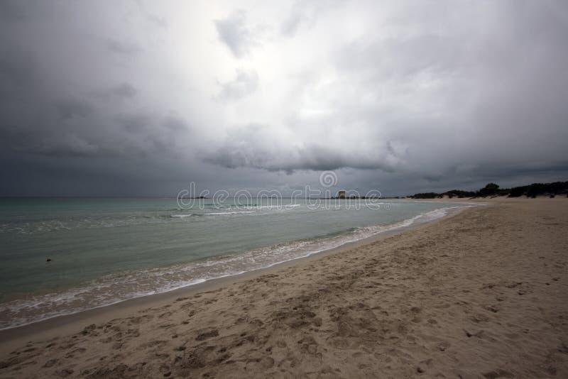 пляж пасмурный стоковое изображение rf