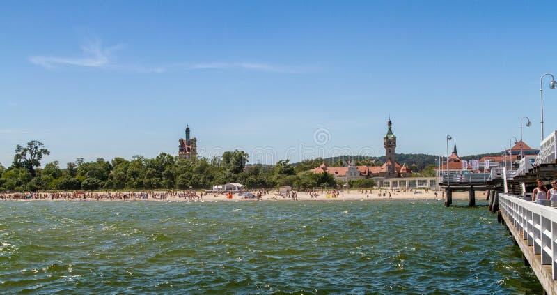 Пляж перед старым маяком, Sopot стоковое изображение rf
