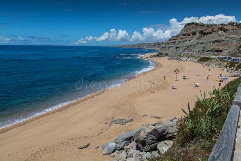 Пляж Порту Dinheiro в Lourinha, Португалии стоковое изображение