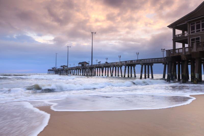 Пляж пристани Jennettes на NAG головной Северной Каролине стоковые фото