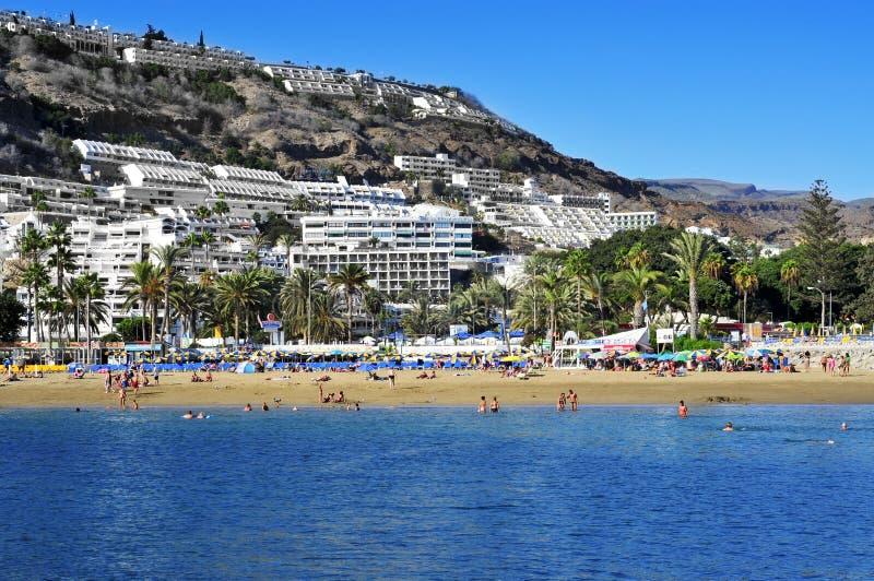 Пляж Пуэрто-Рико в Gran Canaria, Испании стоковая фотография rf