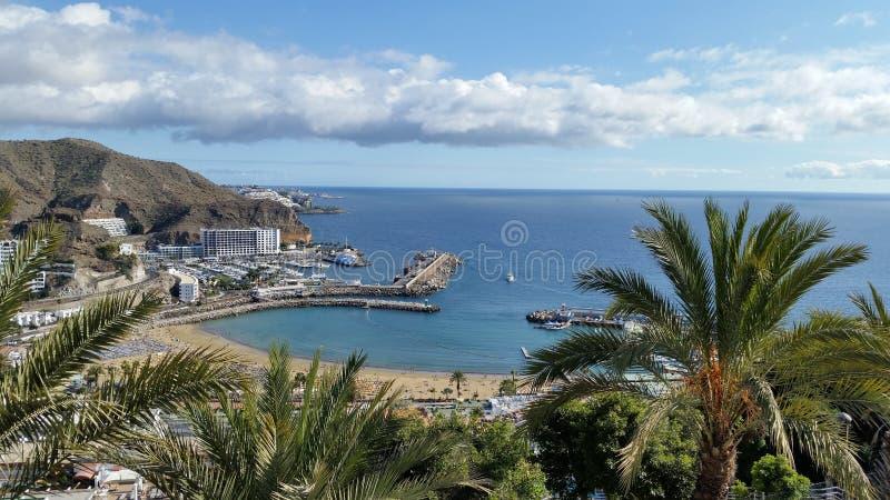 Пляж Пуэрто-Рико, Gran Canaria, Испания стоковые изображения