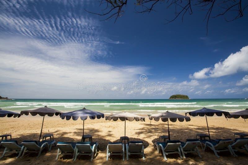 Download Пляж Пхукет Kata стоковое фото. изображение насчитывающей влюбленность - 33733242