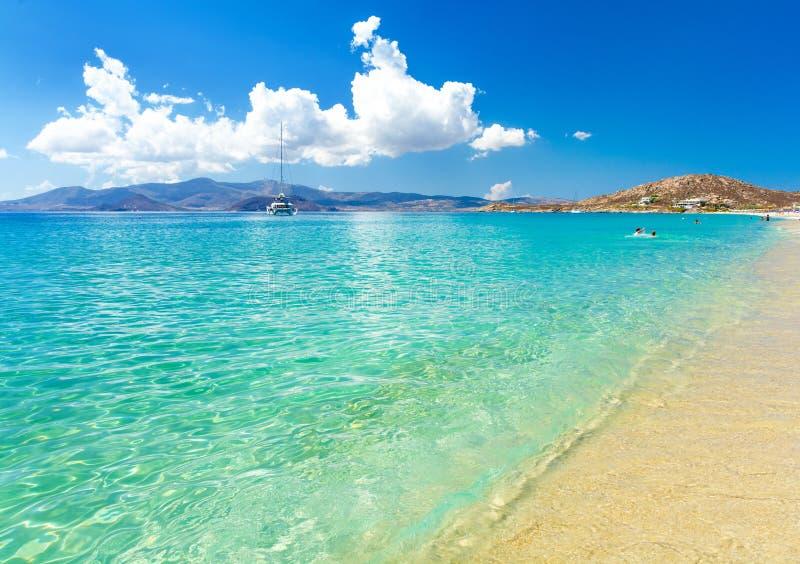 Пляж рая на острове Naxos в Греции, Кикладах стоковые изображения
