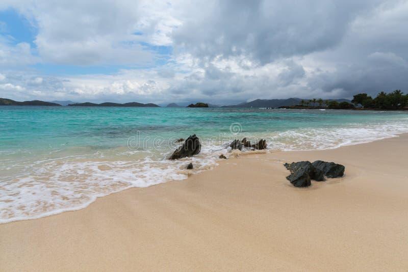 Пляж сапфира на St. Thomas в США Виргинских островах стоковое фото