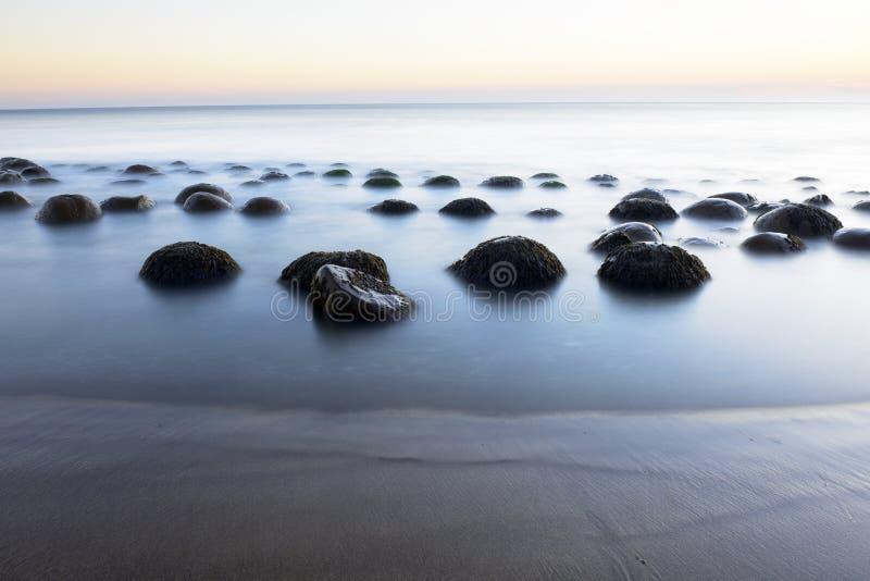 Пляж шарика боулинга стоковое фото