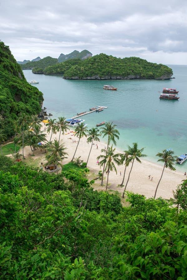 Download Пляж стоковое фото. изображение насчитывающей экзотическо - 33730034