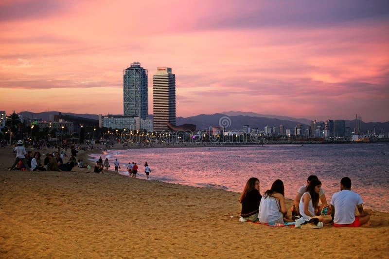 Пляж Barceloneta на заходе солнца стоковое фото rf