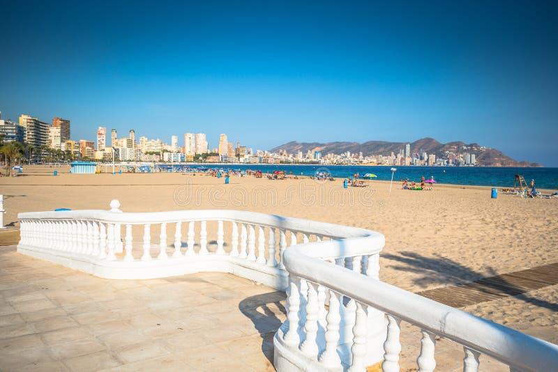 Пляж Benidorm Poniente в Аликанте среднеземноморском Испании стоковое фото rf