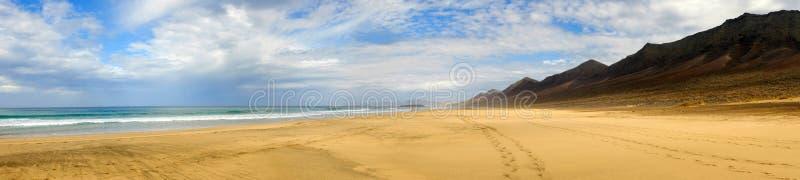 Пляж Cofete на Фуэртевентуре, Испании стоковые изображения