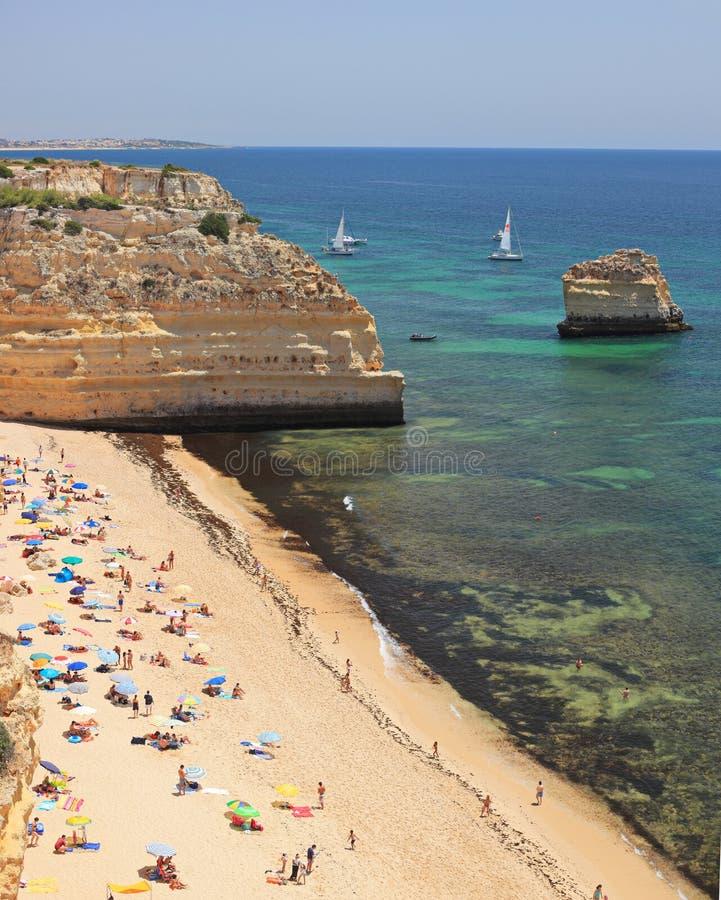 Пляж da Marinha Прая в Алгарве, Португалии, взгляд сверху стоковая фотография