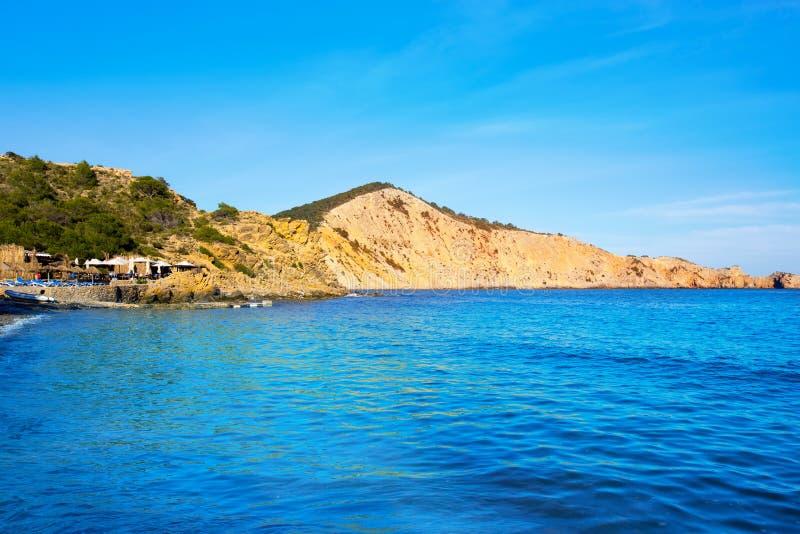 Пляж Ibiza Cala es Jondal в Сан-Хосе на балеарском стоковое фото rf