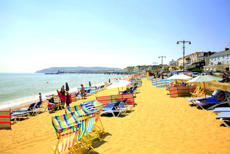 Download Пляж Sandown, остров Уайт. редакционное фотография. изображение насчитывающей променад - 37928527
