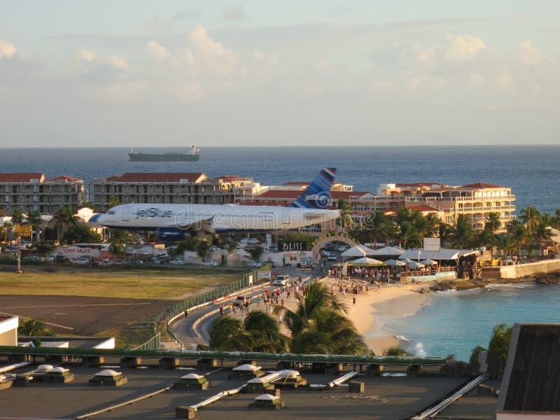 Пляж Sonesta Maho и авиапорт, Sint Maarten стоковое изображение rf