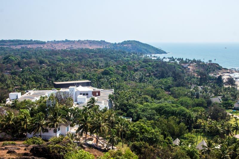 Пляж Vagator, вид с воздуха от форта Chapora в северном Goa, Индии стоковая фотография rf
