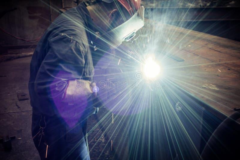 Работайте работники заварки в фабриках стоковое фото rf