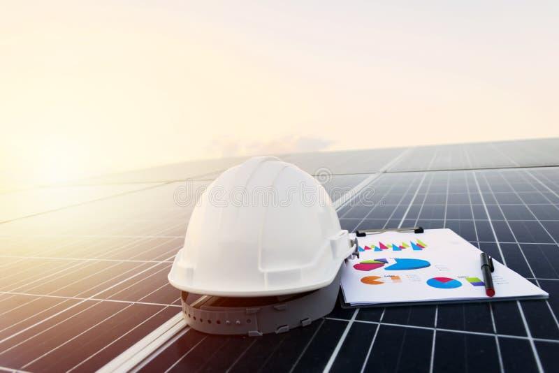 Работая панели солнечной станции фотовольтайческие стоковое изображение rf