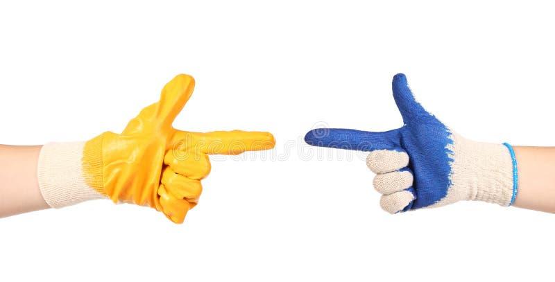 Работая руки в перчатках стоковые фотографии rf