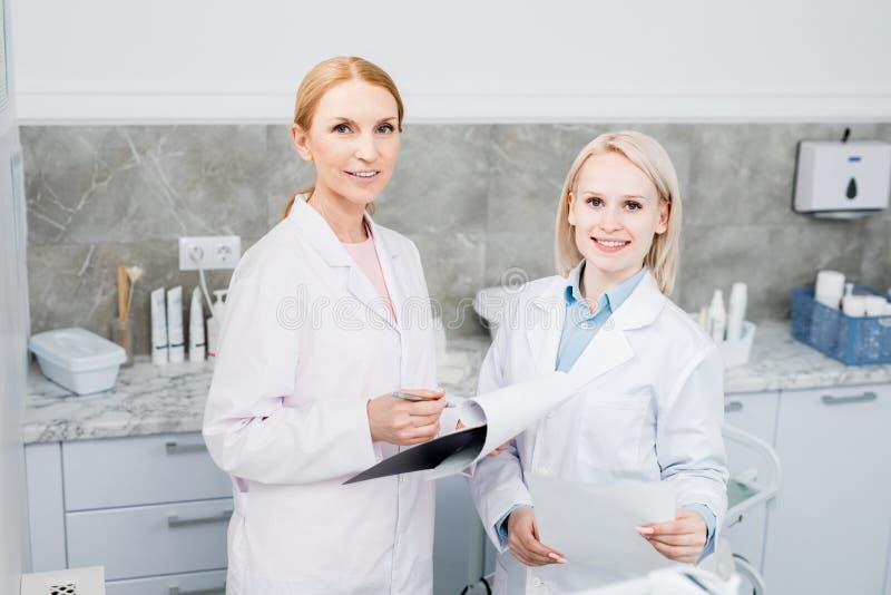Работа врач-клиницистов стоковое изображение