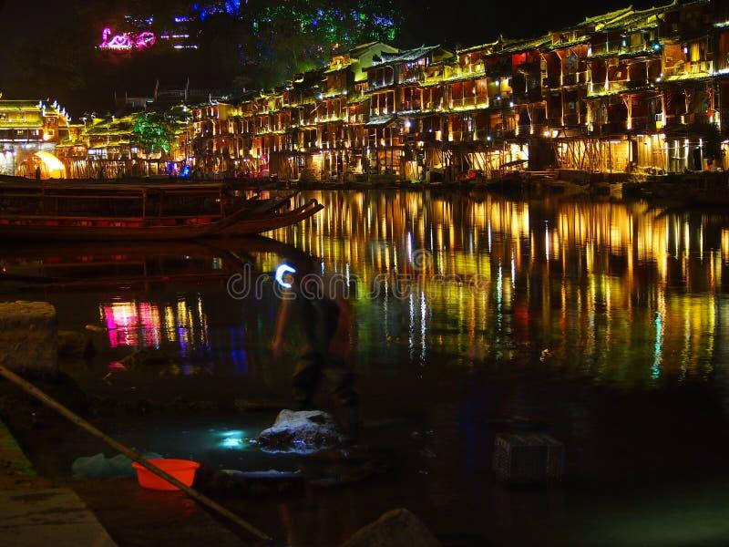 Работа в Fenghuang на ноче стоковые фото