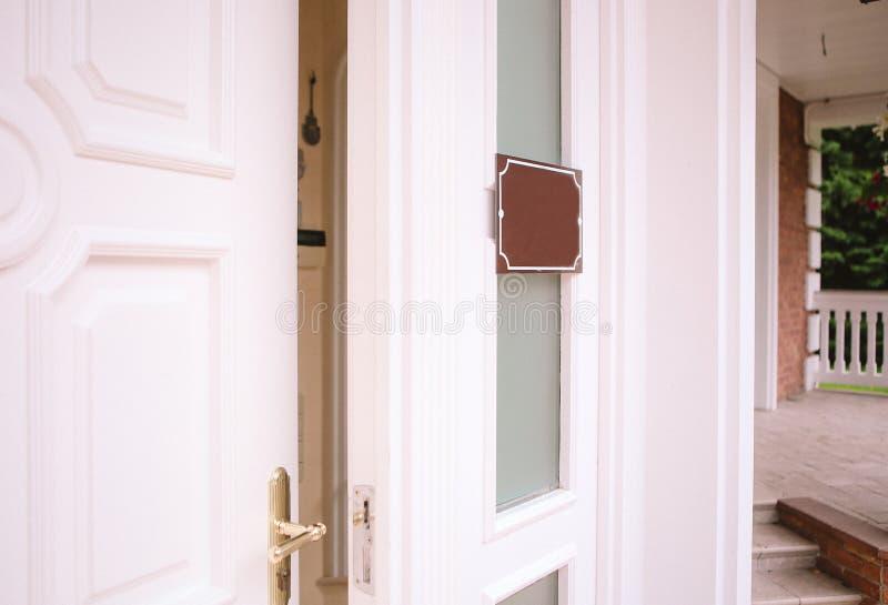 Работа данным по знака офиса двери Йopen схематическая стоковое фото