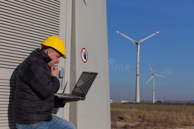 Download работа инженера стоковое изображение. изображение насчитывающей доверие - 18393661