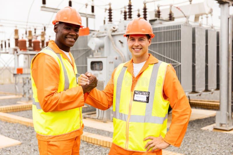 Работа инженер-электриков стоковая фотография rf