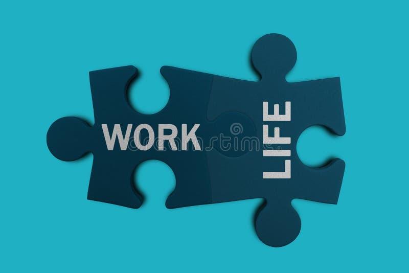 Работа и жизнь формулируют написанный на 2 частях мозаики стоковая фотография rf