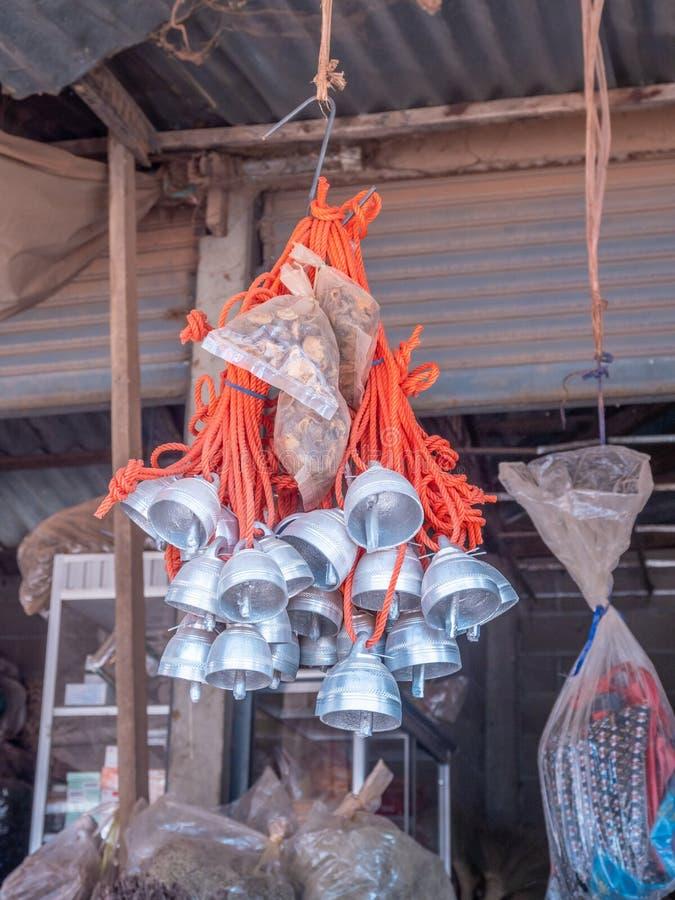 Работа металла Hmong для продажи на стойле обочины стоковые фотографии rf